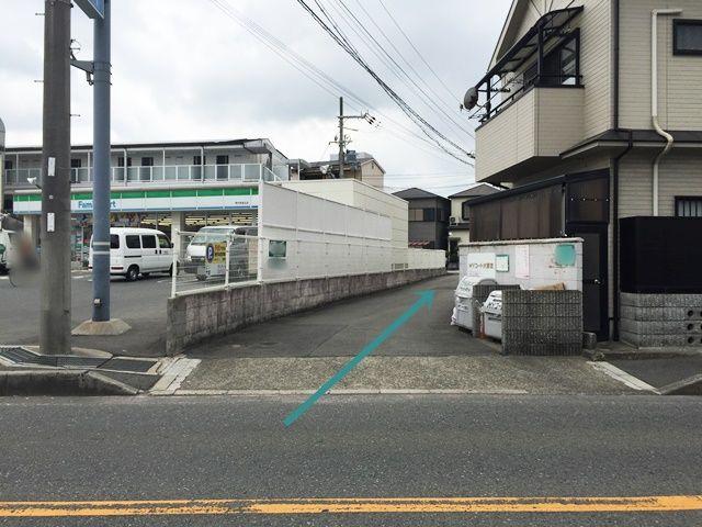 【道順2】こちらへ「右折」していただくと、突き当りがご利用駐車場になります。