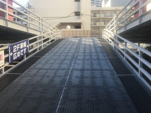 2階へのスロープ