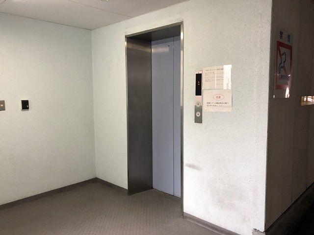 入庫手順4. 駐車後、エレベーターで1階まで降りてください