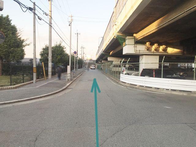 【道順4】さらに直進して、神埼川河川敷方面へ進みます。