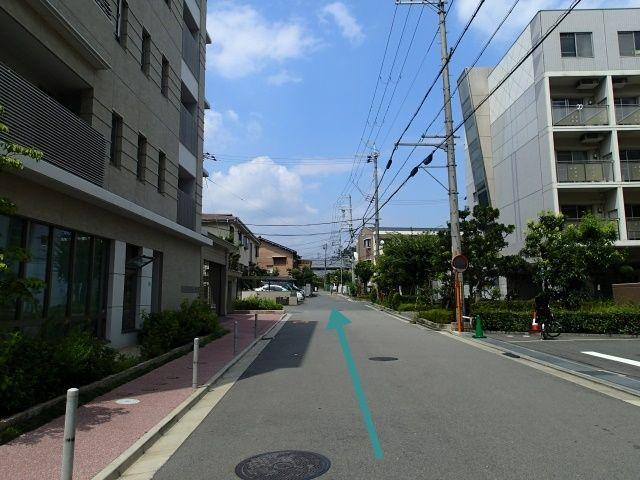 【道順1】高槻病院前の信号のある交差点から北方向へ進んでください