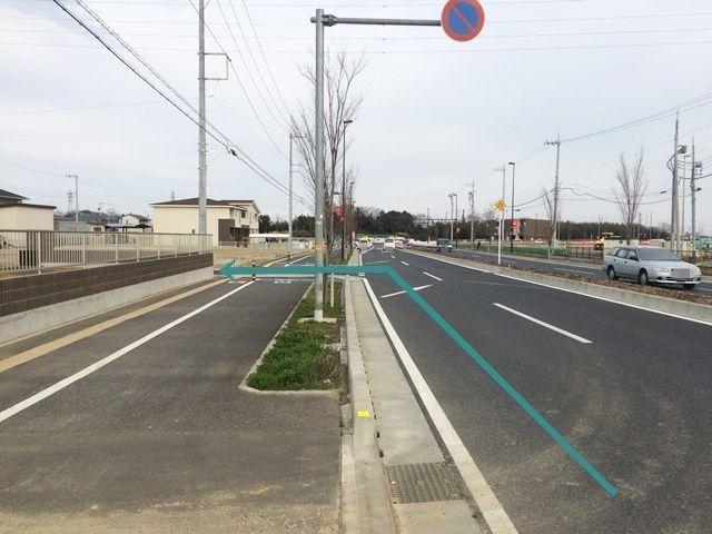 【道順1】岩槻街道(国道122号線)「埼玉スタジアム交差点」を「左折」して直進、突き当り「右折」、写真を参考に「左折」してください。