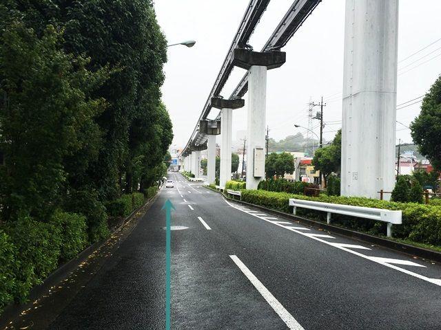 【道順1】多摩モノレール通り(都道156号線)「由木東事務所交差点」から「大塚・帝京大学駅」方面へ直進してください。