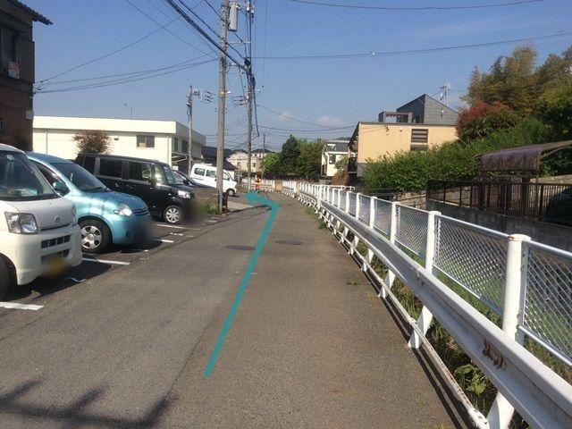 【道順9】掲載写真をご確認のうえ、駐車場までお越しください。