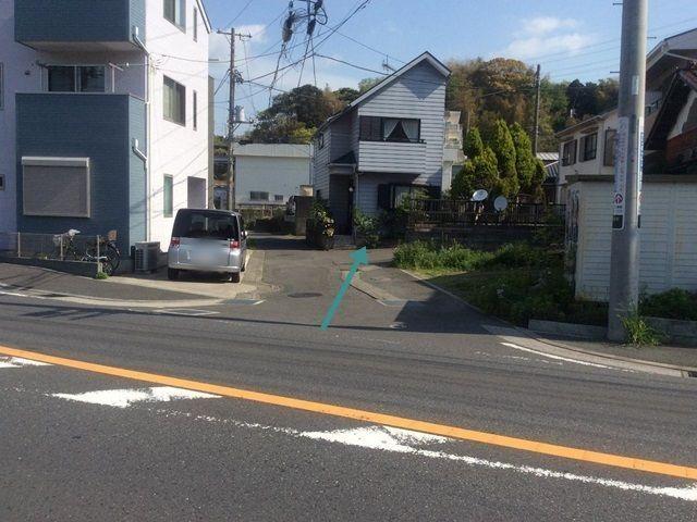 【道順5】右折後、約5m先を右折します。