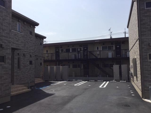 アパート内の駐車場は入居者専用の駐車場ですので立ち入らないようにしてください。