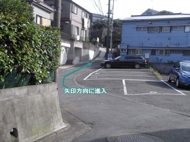 【道順2】進入後、矢方向に進んでください。
