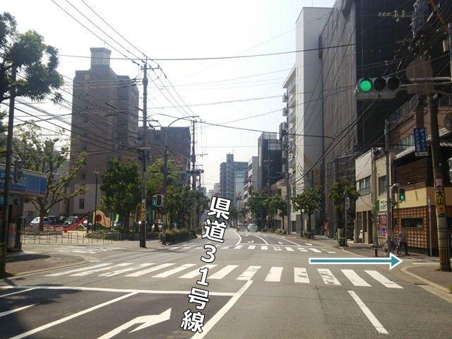 【順路1】県道31号線(高宮通り)ローソンのある交差点、ローソン対面側の角を右折してください