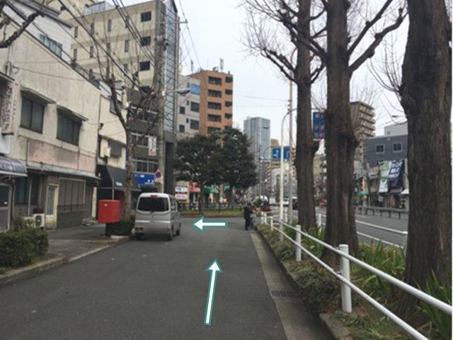 3.左車線を直進後、突き当りを左折します。
