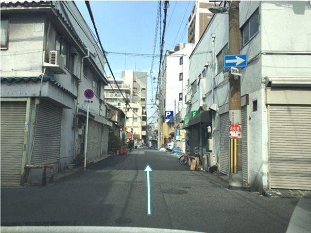 5.道なりに直進すると、左手に駐車場がみえます。