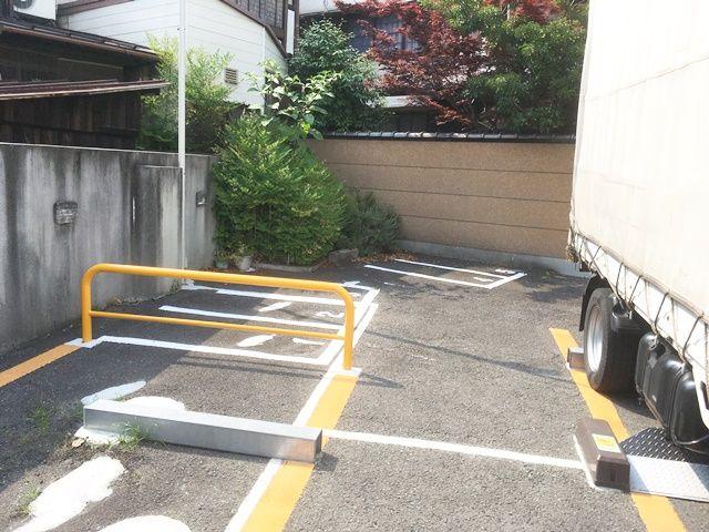駐車場入口を正面に見て、一番左奥がバイク専用駐車場になります。