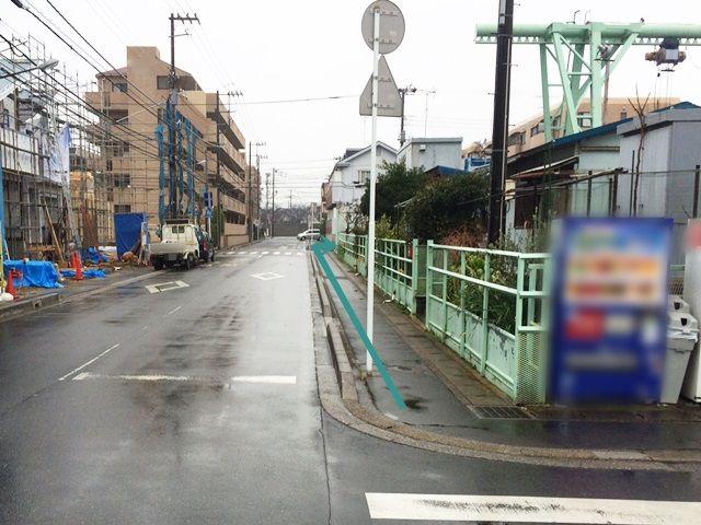 【東京ディズニーランドへの道順1】駐車場から「南西」方面へお進みいただき、1つ目の角を右折してください。