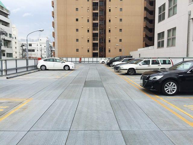 3階の駐車場内の写真です。