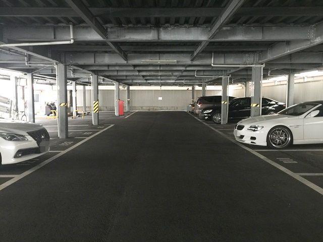1階の駐車場内の写真です。
