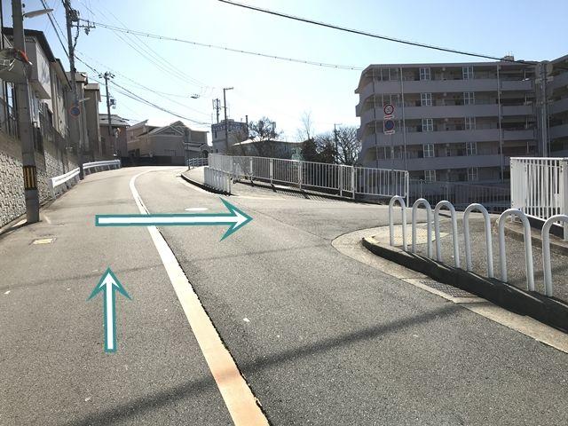 【順路3】1つ目の角で右折します