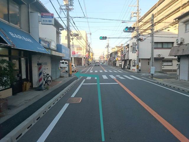 【道順1】「府道21号線」を「北」に進み、「堀商店」を「左折」します。