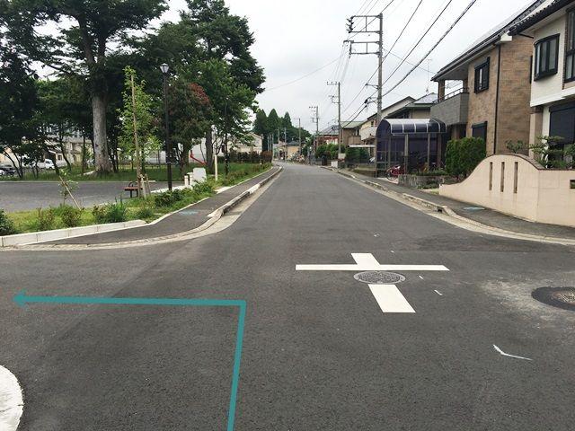 【道順7】左側に公園が見えてきますので、その手前の道を「左折」してください。