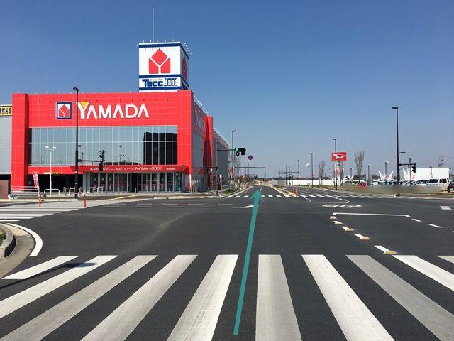 【道順1】「ヤマダ電機 テックランド浦和美園店」の「東側の信号」を直進してください。
