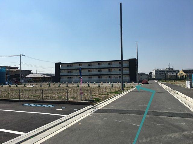 【道順4】直進すると、左手にご利用駐車場があります。