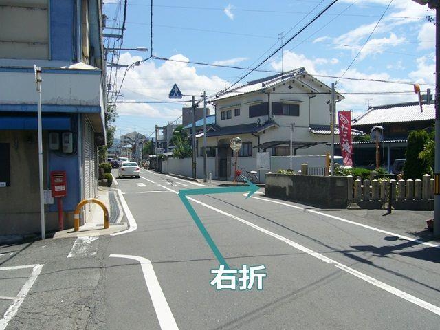 【道順1】府道161号線沿いで、写真のように右折してください。