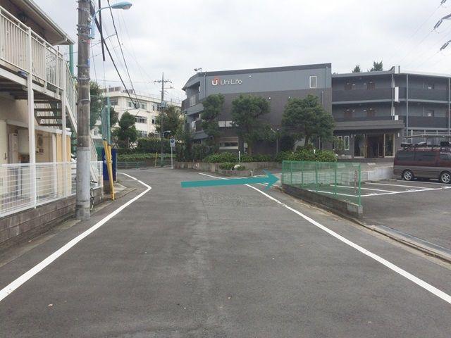 【道順1】「東京エレクトロン永福寮」北側にある入り口より、マンション横を通って奥へと進んでください。