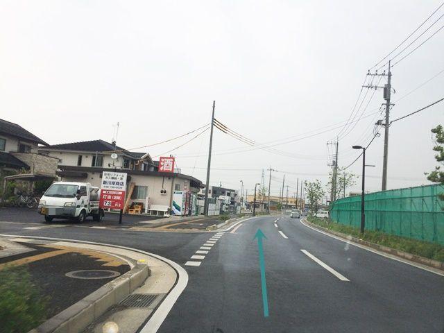 【道順6】「新川岸商店」を直進してください。