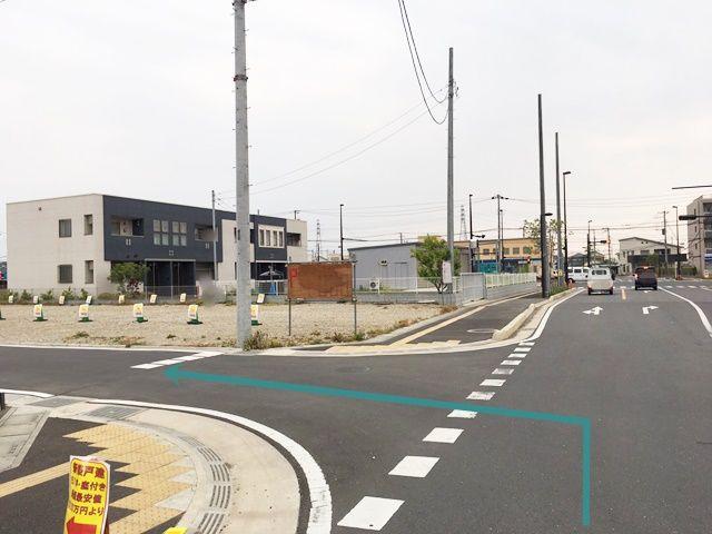 【道順7】「新川岸商店」を直進して次の角を「左折」していただくと、「右側」にご利用駐車場があります。