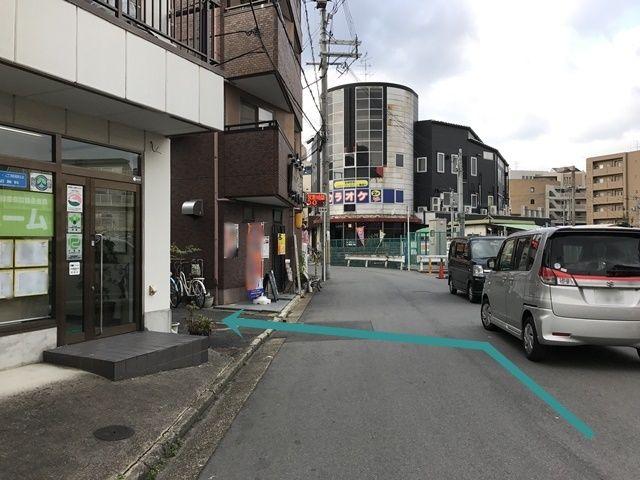 駐車場までの道が狭くなっております。ご注意下さい。