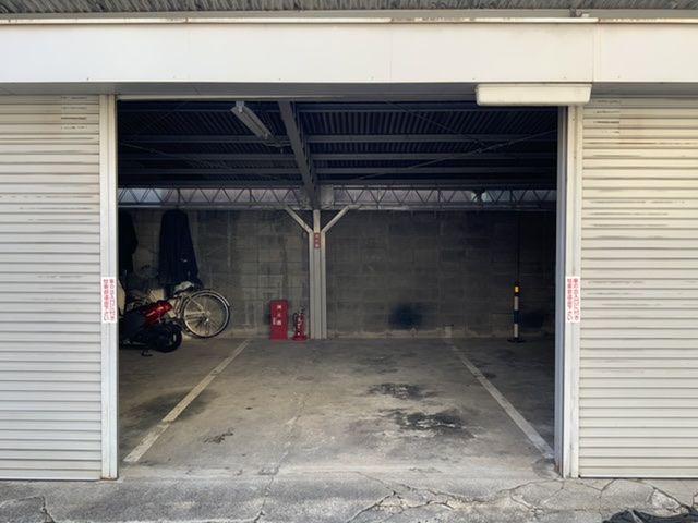 ガレージの中は広々としています