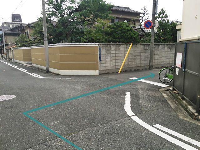 【道順2】こちらを右折してください。