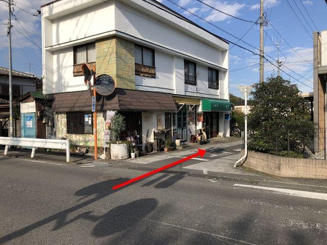 【道順3】通路が狭くなっておりますので、お気をつけください