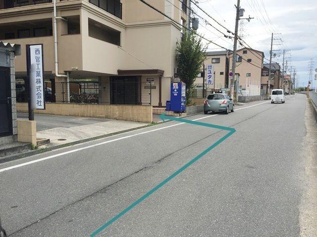【道順6】こちらがご利用駐車場です。矢印に沿ってお進みください。