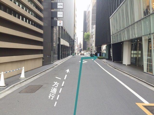 【道順2】左折後、50m程進むとご利用駐車場出入口となりますので、「右折」してください。