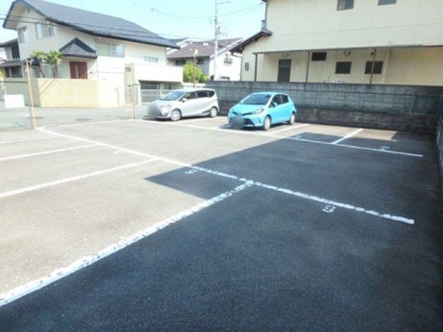 駐車場内全体