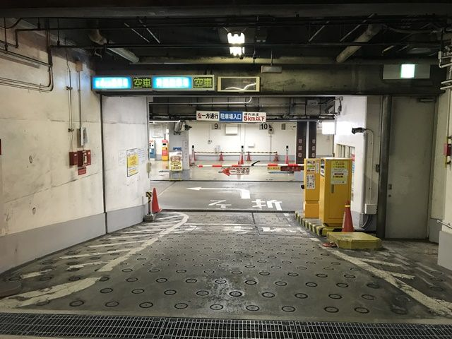 【入庫前道順4】直進していただくとゲートがありますので一時停止してください
