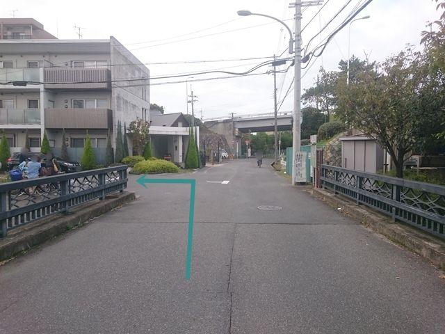 【道順2】1つ目の角を「左折」してください。