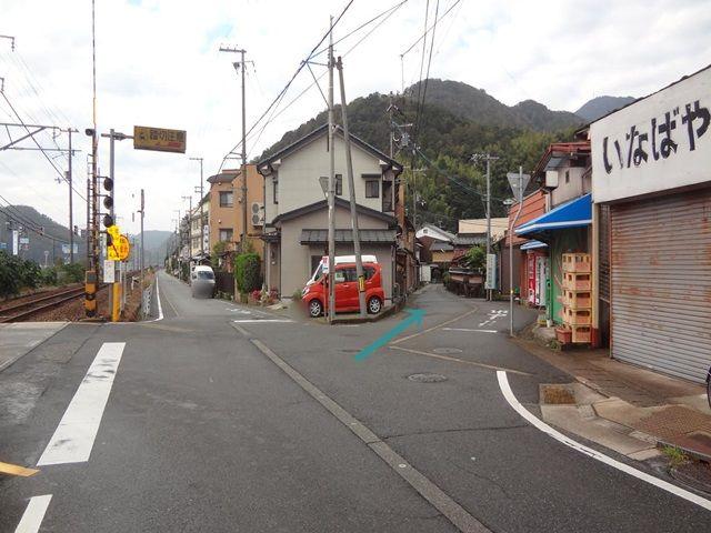 【道順2】いなばや酒店前を斜め右へ