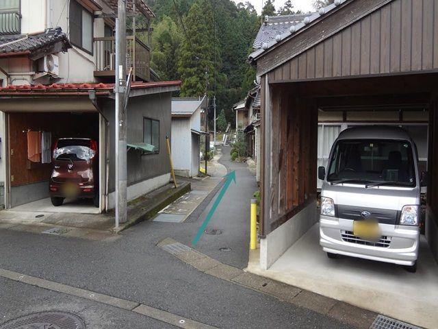 【道順4】直進するとすぐに駐車場看板が見えてきます