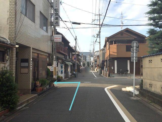 4. こちらの道を左折してください
