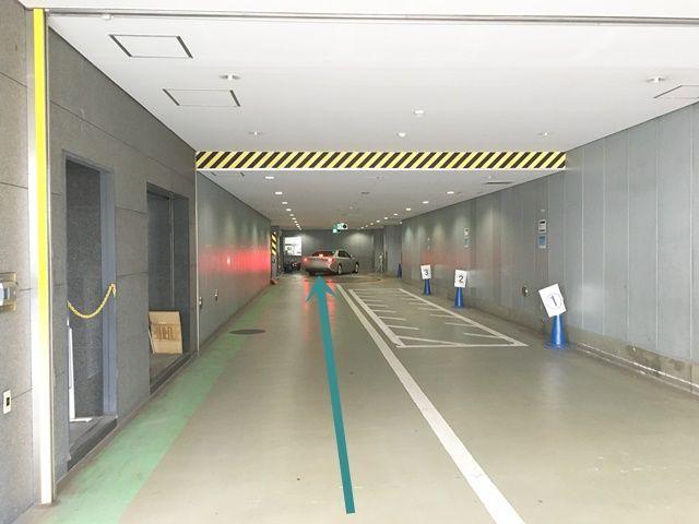 【道順3】左折後直進すると、突き当りにご利用駐車場がございます。