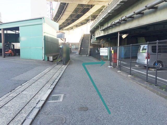 【道順6】ご利用駐車場入口になります。右折してください。