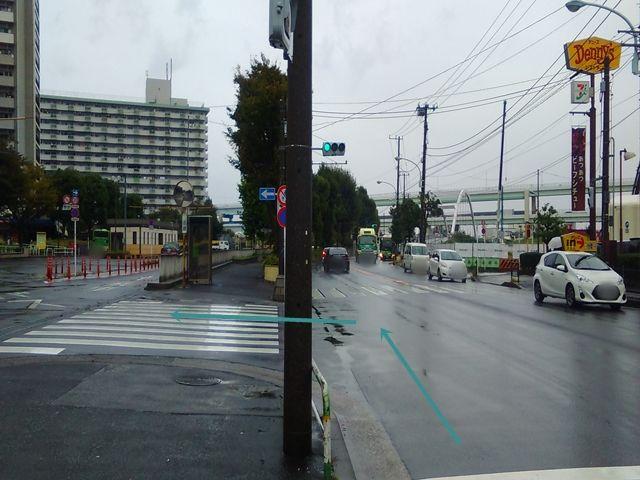 【順路1】「都道307号線」を東へ直進し、「デニーズ」のある道を左折して団地敷地内に入ります。