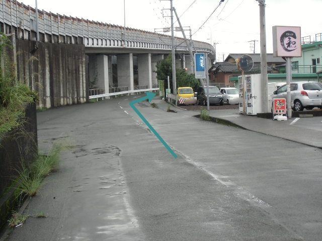 【道順4】ゆず接骨院のぼり駐車場入り口の目印です