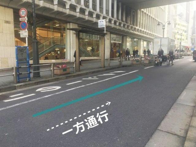【道順2】一方通行の道になります。歩行者等に気を付けてお進みください。