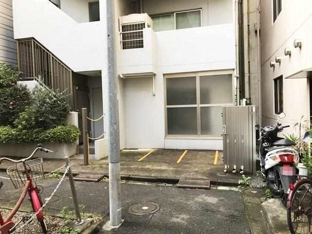 【道順3】突き当りがご利用駐車場になります。ご予約時のスペースに駐車してください。