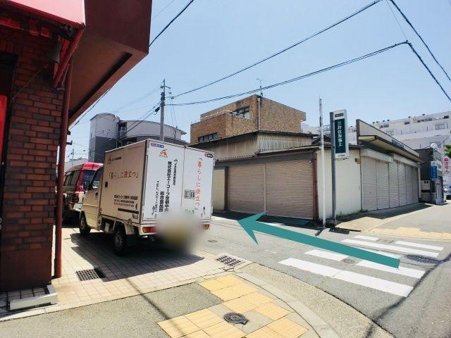 烏丸通より、「京都市南烏丸市営住宅2棟」を東へ左折。