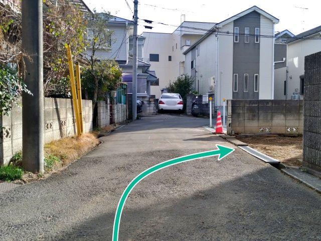 駐車場入り口(反対側)