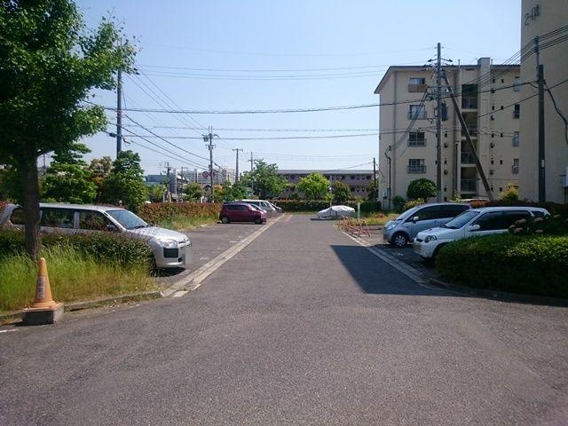 【道順3】ご利用駐車場の写真です。ご予約時のスペースに駐車してください。