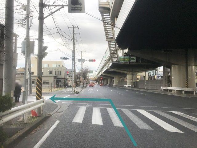 【道順1】産業道路(県道6号線)を多摩川方面へ向かって「北」へと進み、「出来野交番前交差点」を「左折」してください。
