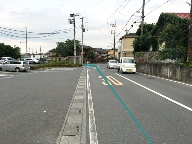 【道順2】直進していただくと「左側」に駐車場があります。